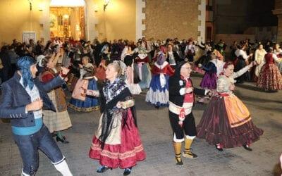 La II Dansà Popular inunda Albal de tradició