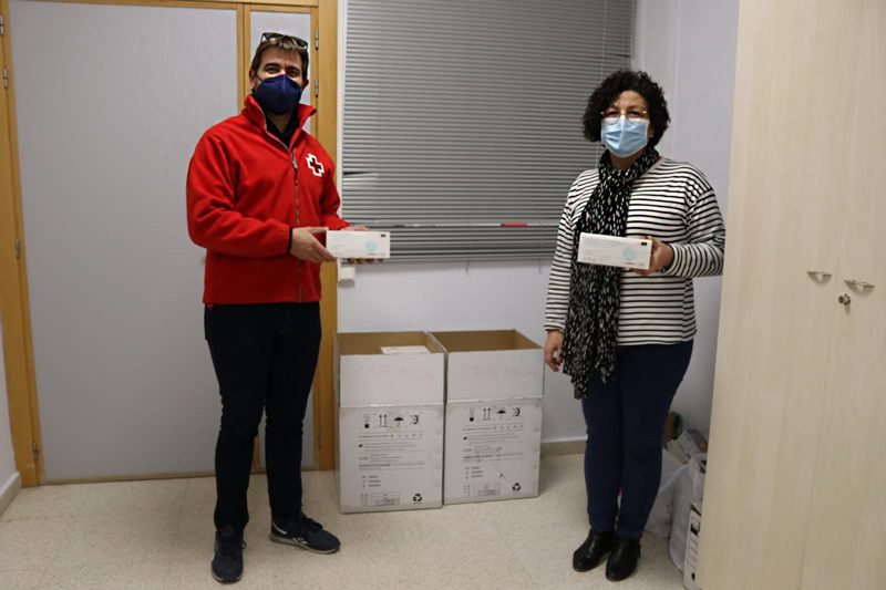 Cruz Roja Horta Sud fa una donació de 5.000 mascaretes a l'Ajuntament d'Albal per a les persones vulnerables