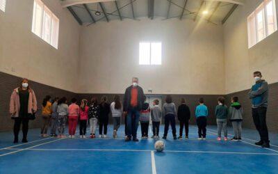 El alumnado del colegio Juan Esteve Muñoz estrena el nuevo gimnasio