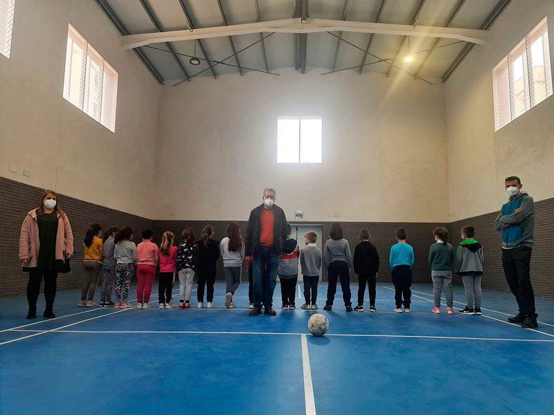 L'alumnat del col·legi Juan Esteve Muñoz estrena el nou gimnàs