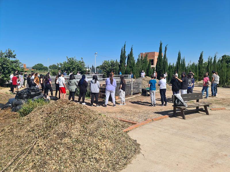 Més de 150 estudiants visiten el Bosc Mediterrani, per a conéixer el seu potencial