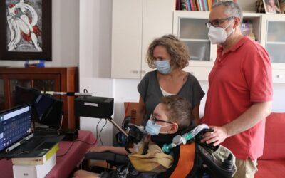 Un adolescent d'Albal que pateix una malaltia neuromuscular congènita promou la comunicació entre persones que no tenen veu